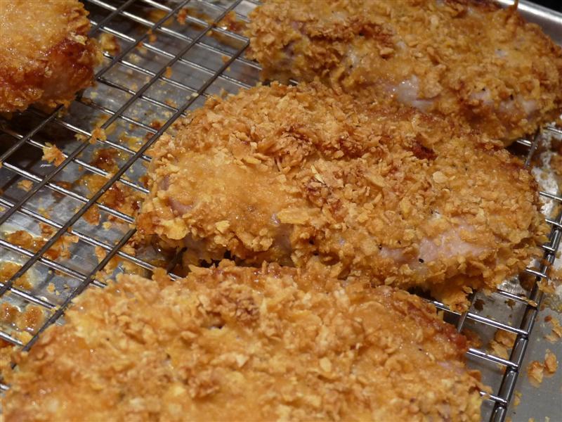 Baked Lemon Garlic Pork Chops - ButterYum.  oven baked pork chop recipe.  kid friendly pork chops.