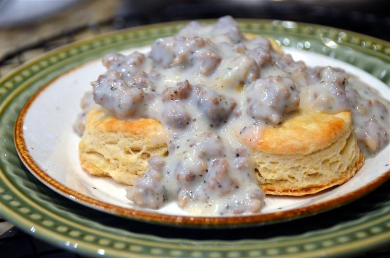 Homemade Buttermilk biscuits with sausage gravy - Butteryum. how to make biscuits and gravy. southern biscuits and gravy recipe from scratch.
