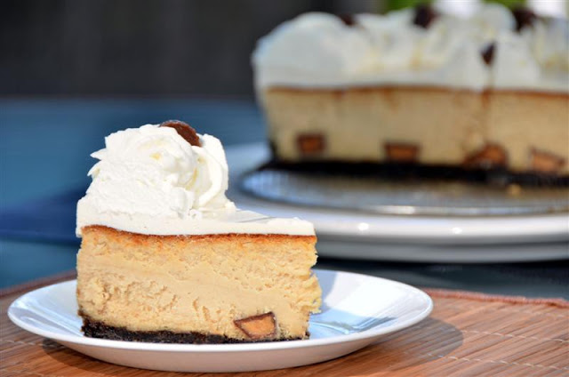 reese's peanut butter cup cheesecake - butteryum.  Peanut Butter cheesecake recipe with reeses's.