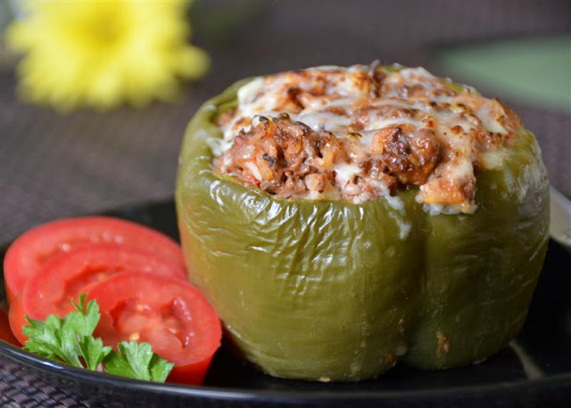 Stuffed Peppers - ButterYum. stuffed pepper recipe. how to make stuffed peppers. stuffed peppers with rice and beef filling.
