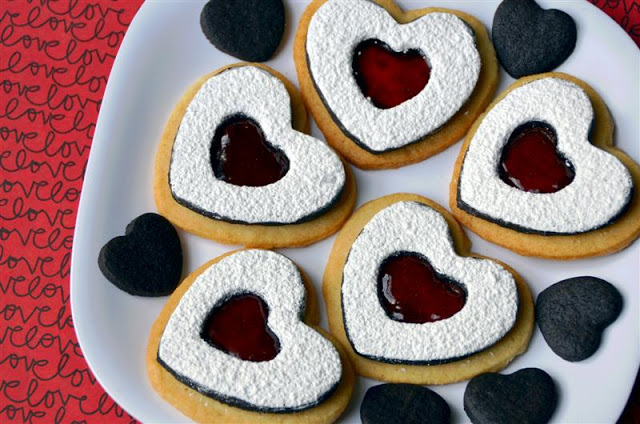 Chocolate and Vanilla Linzer Hearts - ButterYum —