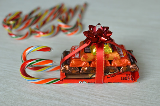 how to make Candy Sleigh - ButterYum.  How to make a candy sled.