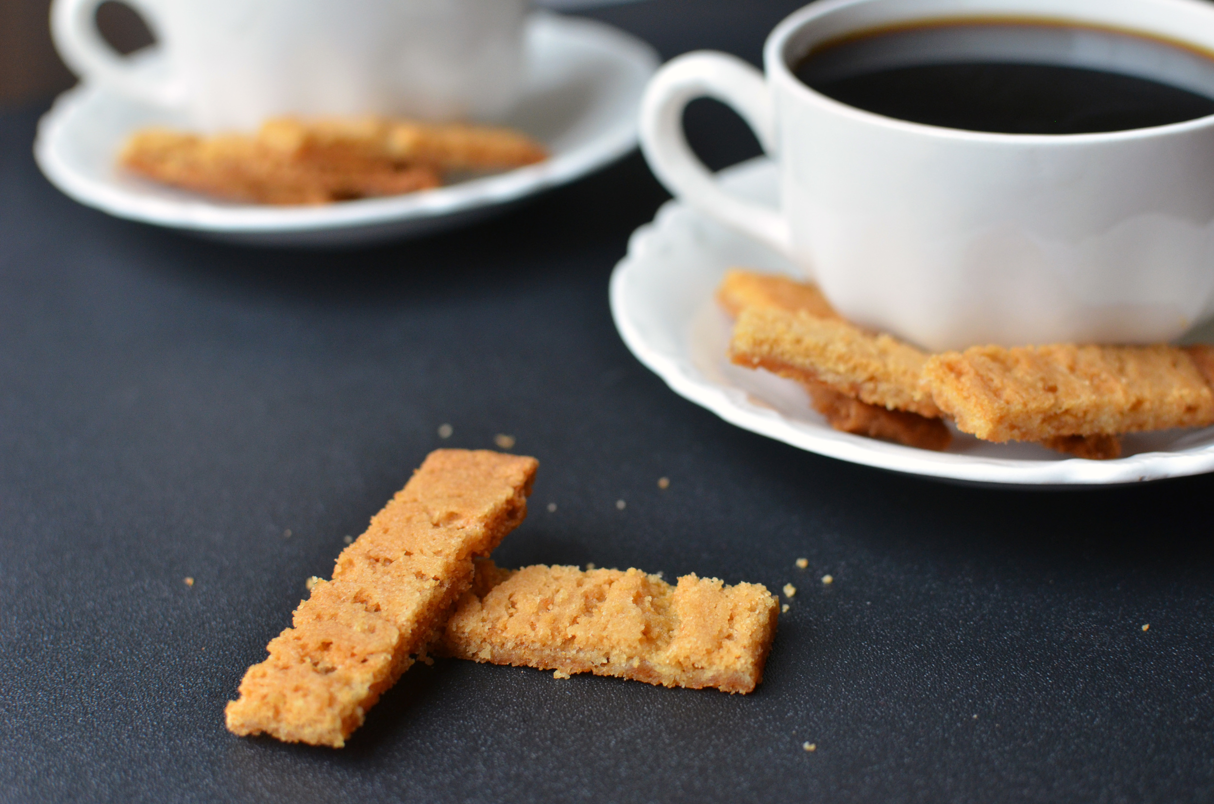 Bruna Kakor (Swedish Brown Cookies) - ButterYum — how to make cookies with lyle's golden syrup.  golden syrup cookies.  crack cookies.  penzey's cookie recipe.  lyle's golden syrup recipes.  chewy, caramelized cookies.  lyle's golden syrup caramel cookies.