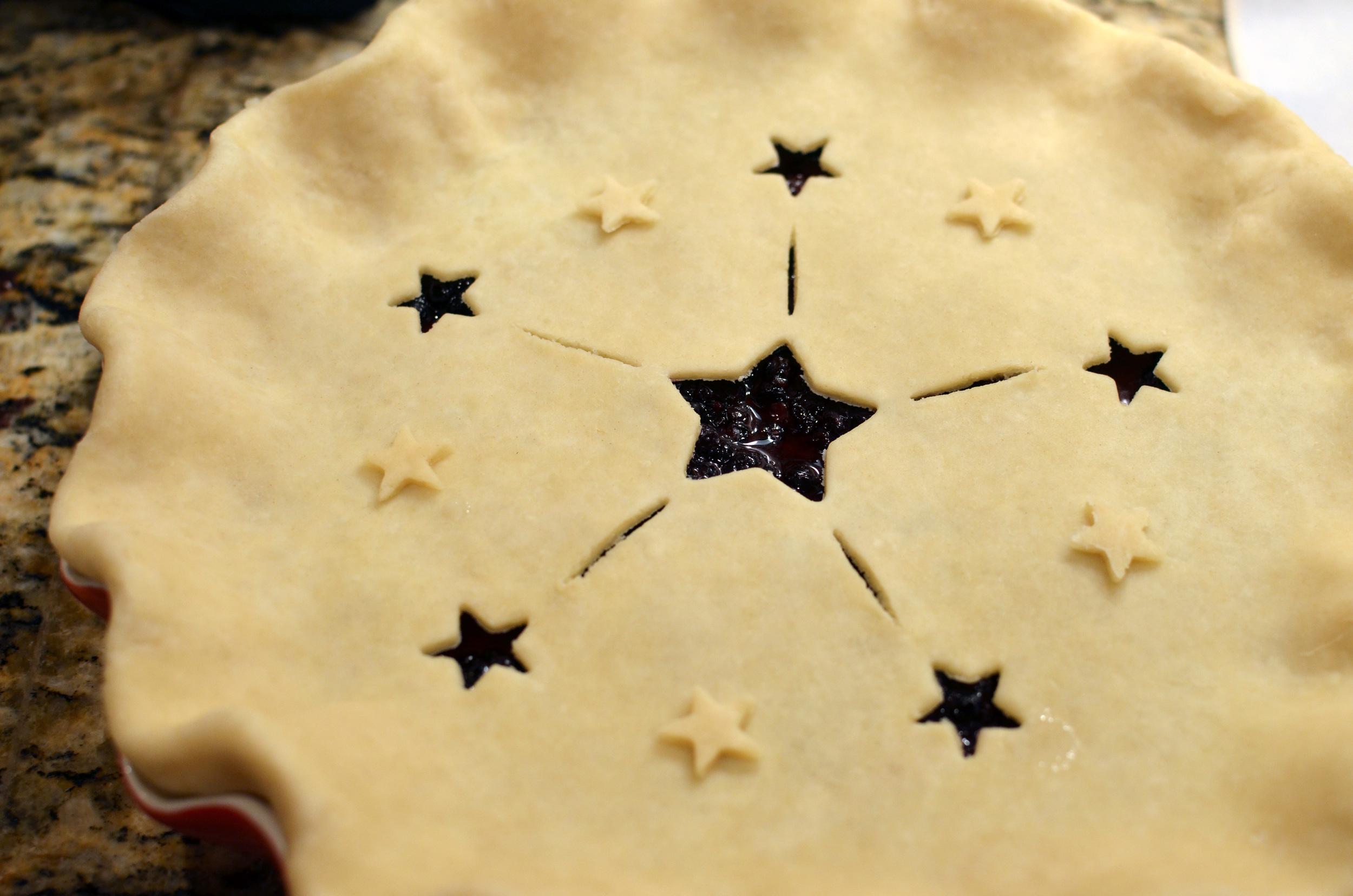 Black adn Blueberry Pie - ButterYum