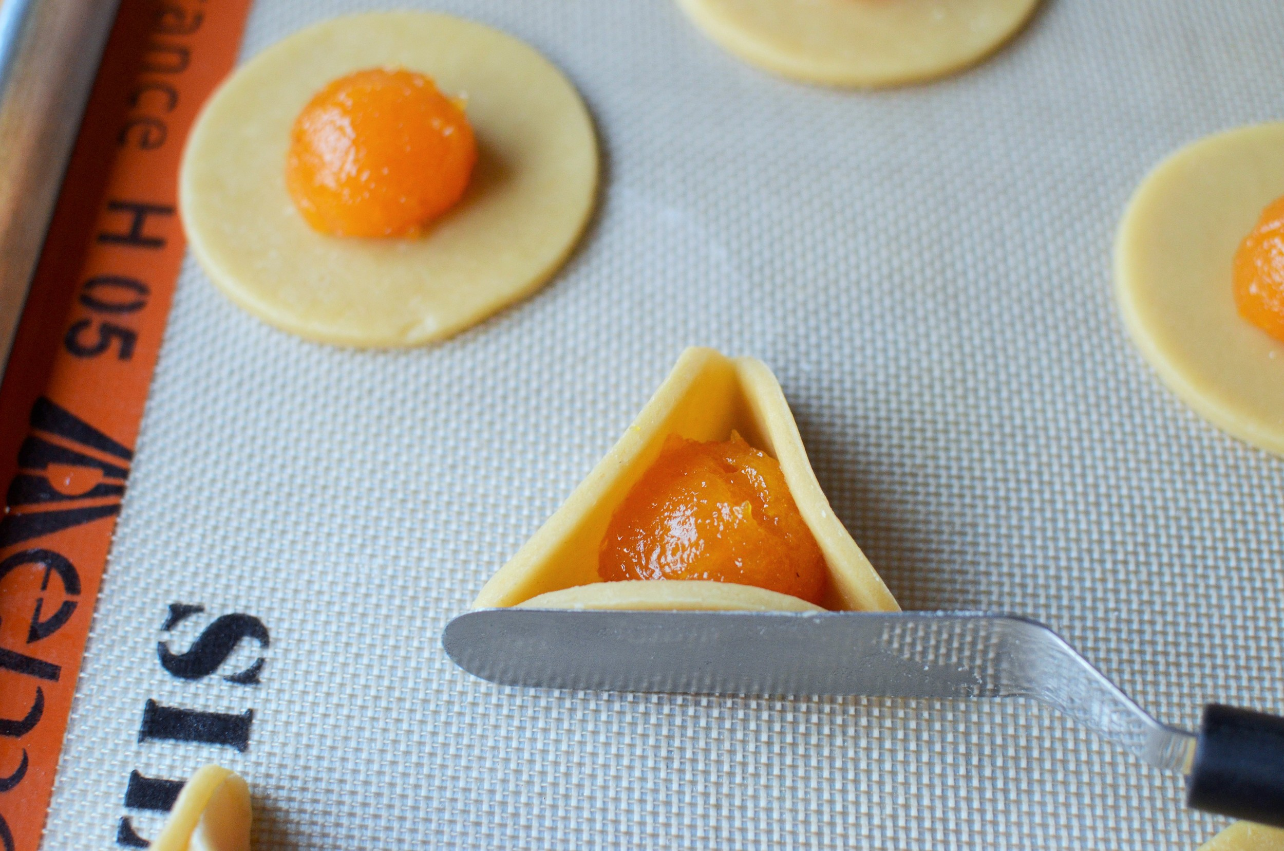 how to make hamantaschen.  how to make hamantash.