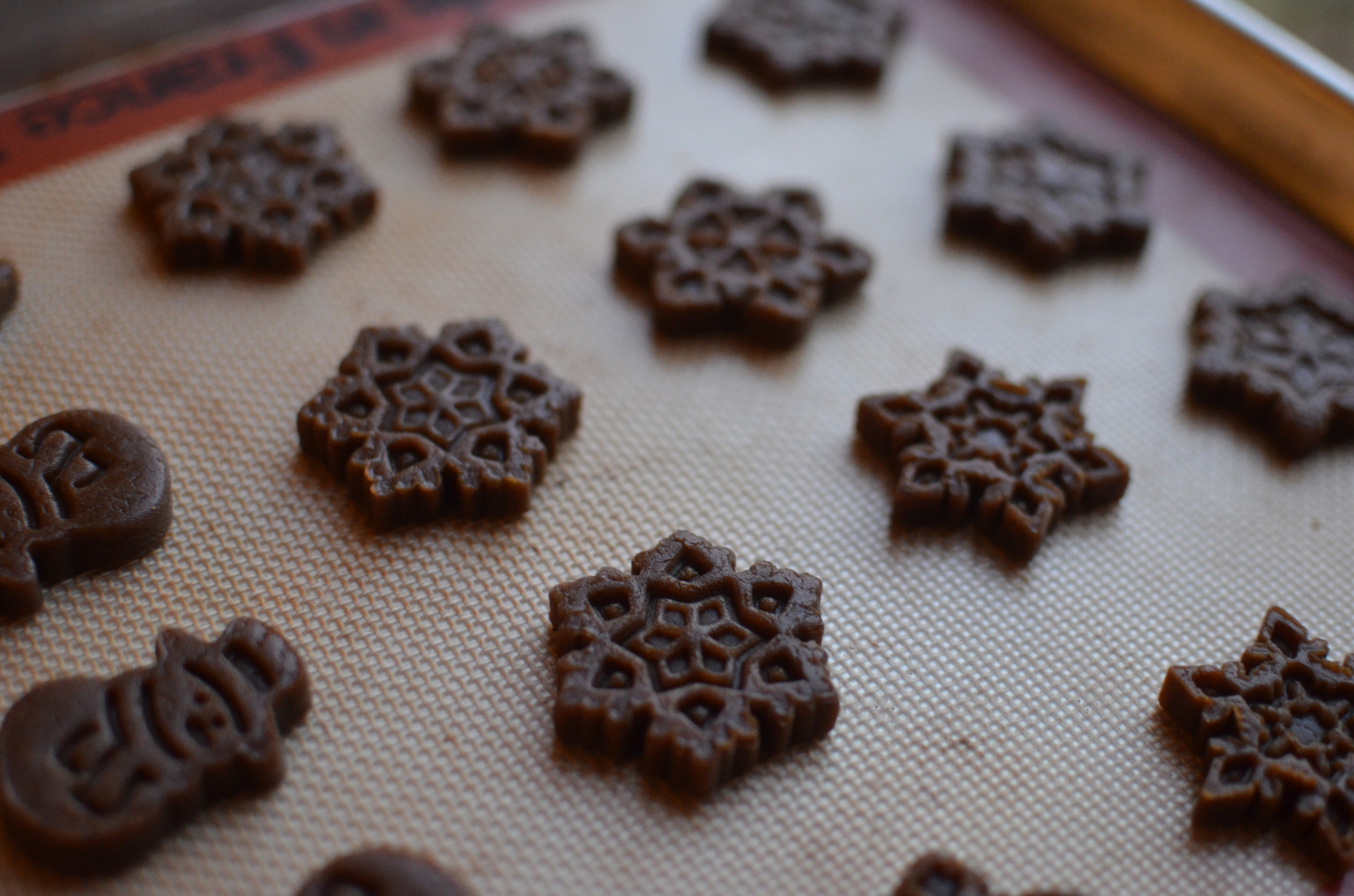 how to make gingerbread cookies from scratch - recipe and how to photos - ButterYum