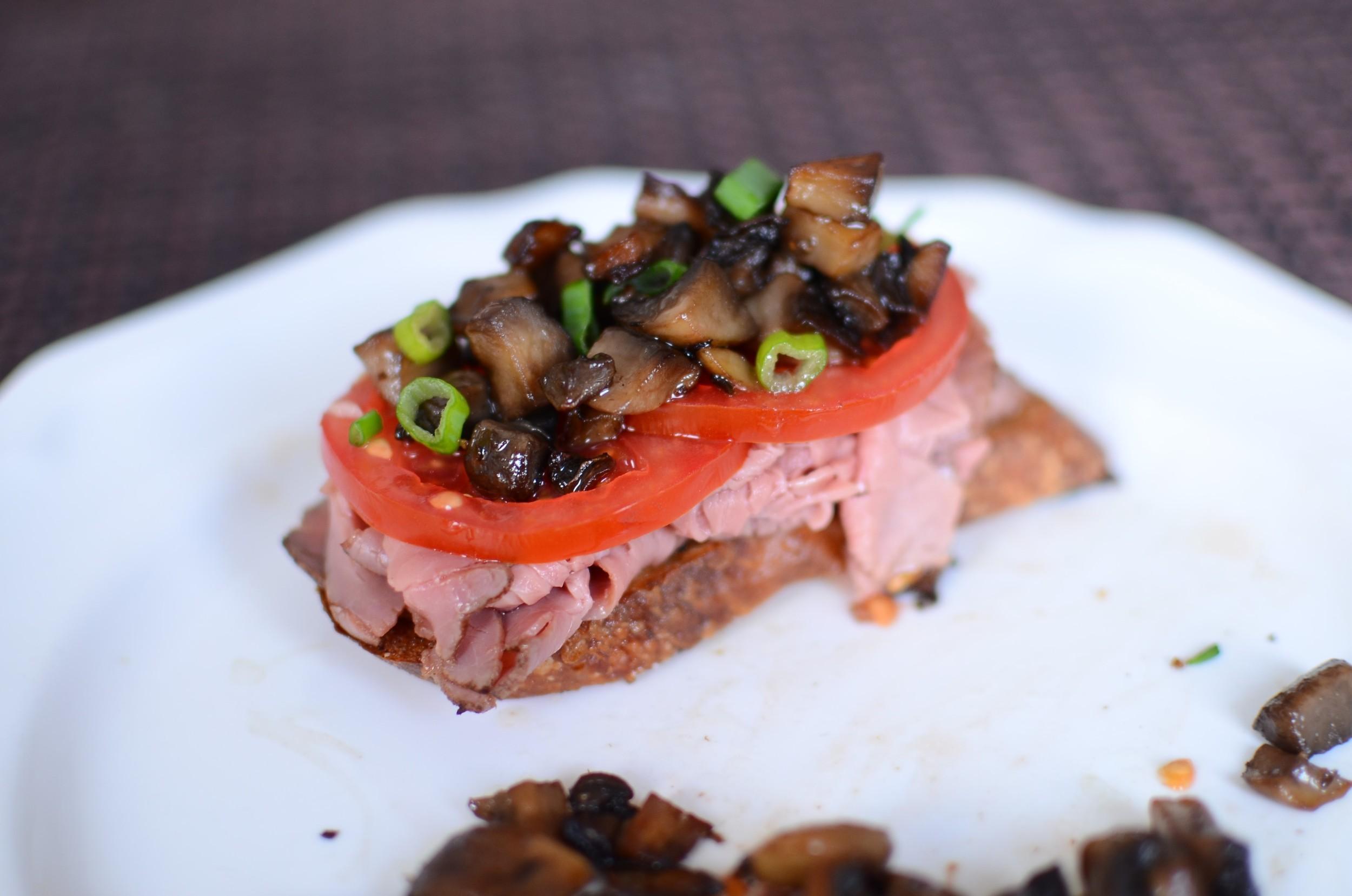 Roast Beef and Mushroom Crostini - ButterYum