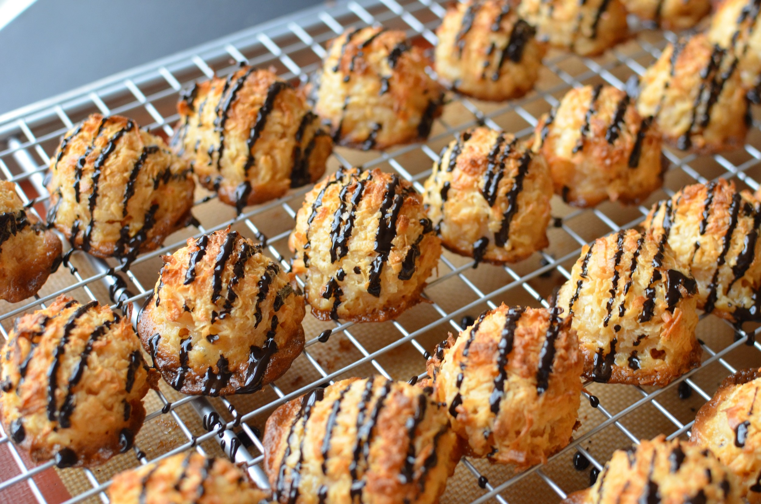 how to make coconut macaroons with chocolate drizzle - step by step photos and recipe