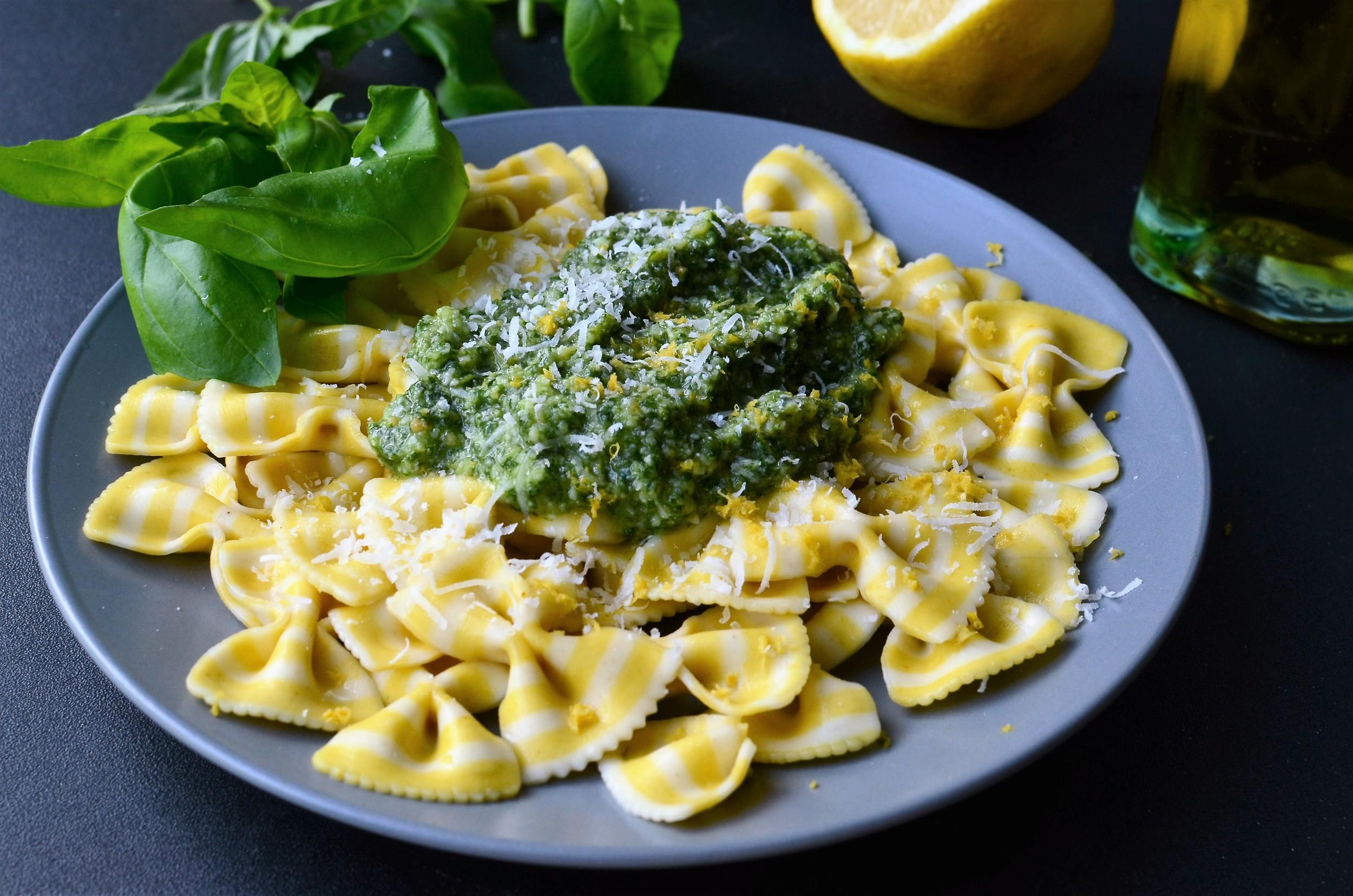 Recipe and photos for how to make pesto