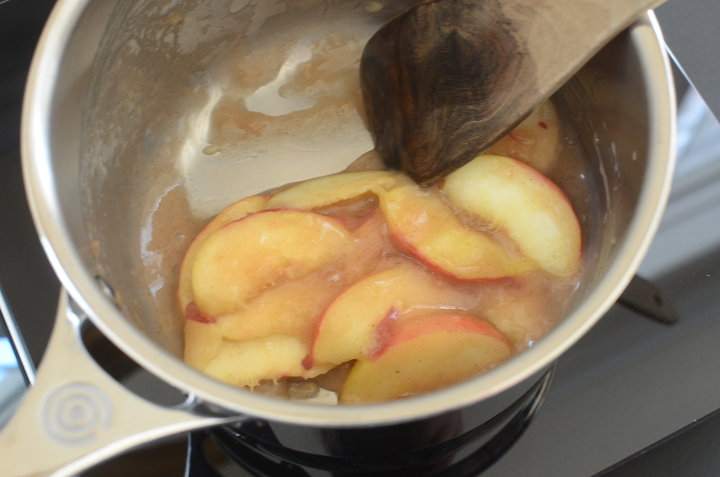 how to make a sauce using fresh peaches - ButterYum
