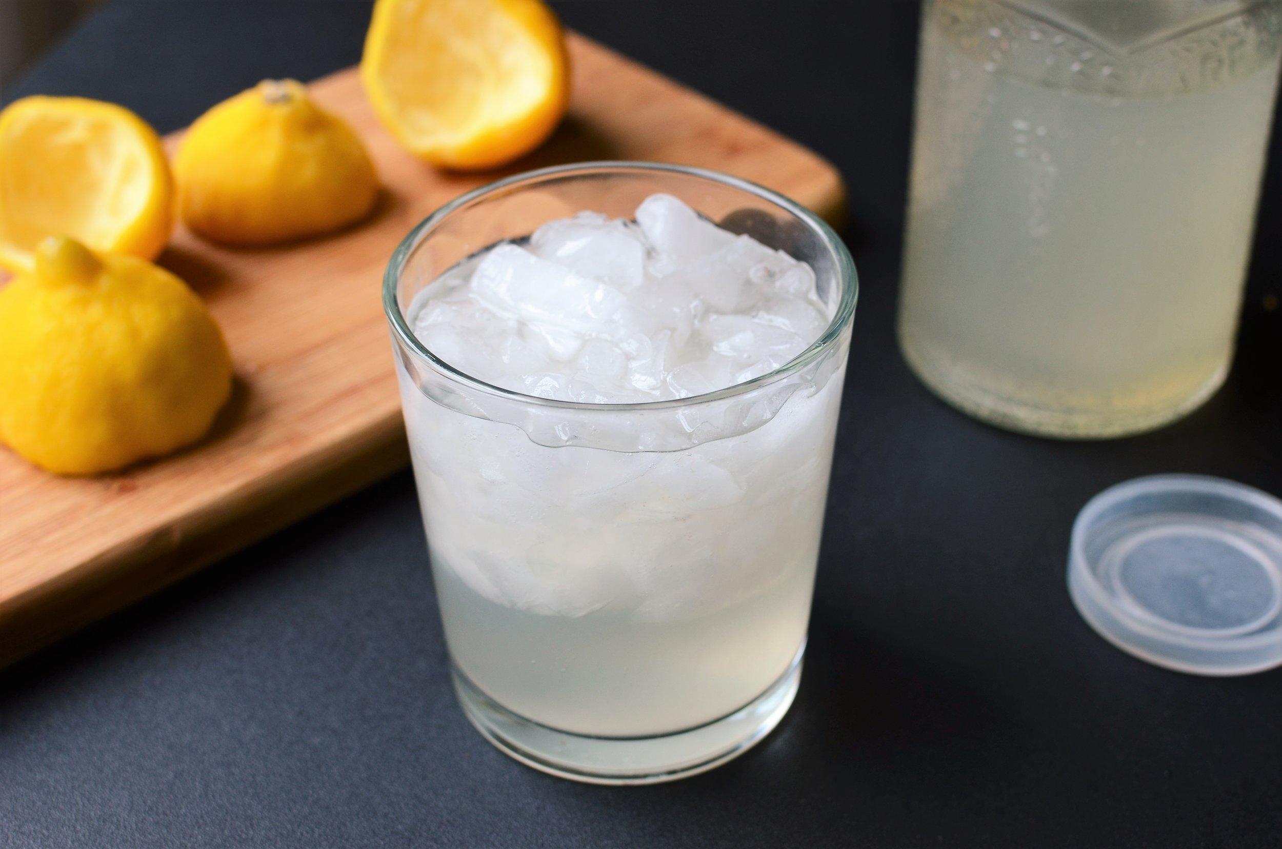 Freshly Squeezed Lemonade - ButterYum. how to make lemonade. lemonade from scratch recipe. how to make lemonaid.