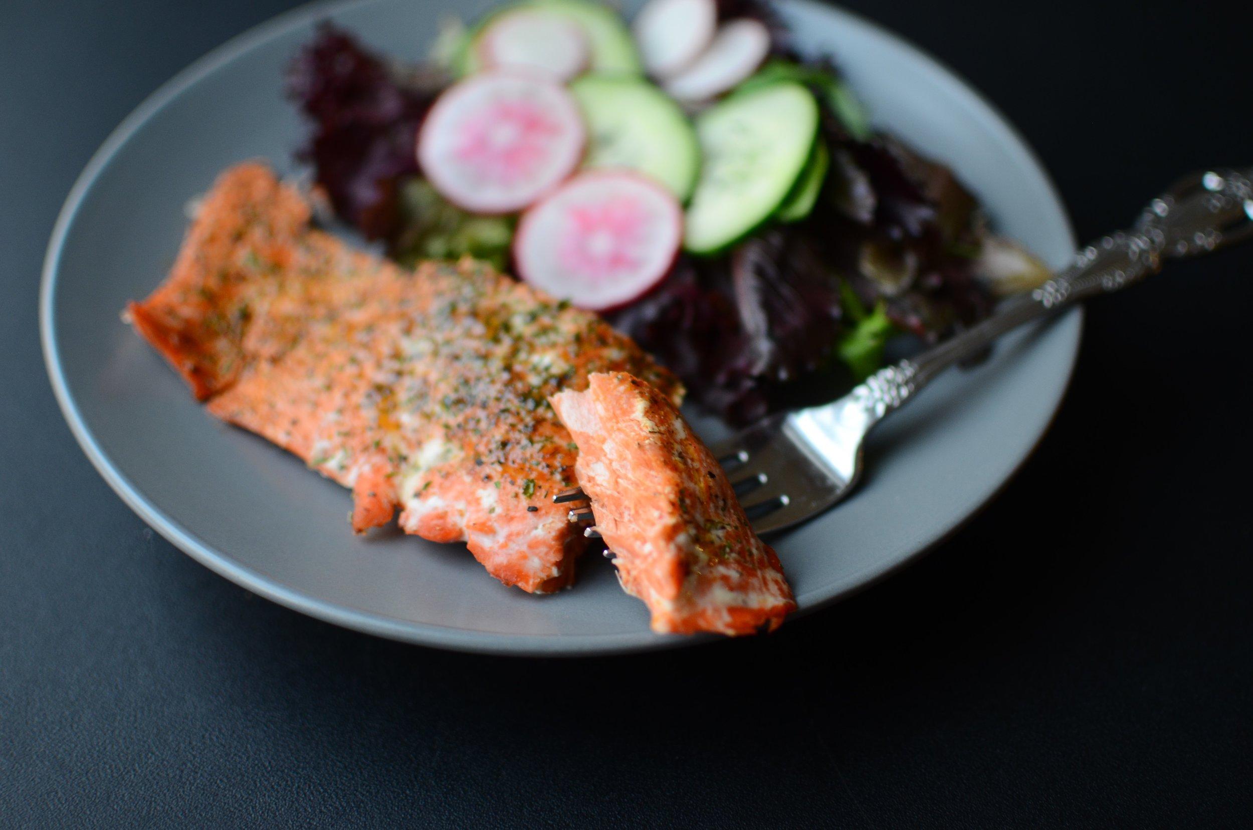 captain jack's salmon rub recipe. sockeye salmon dry rub recipe. best herbs and spices to use on salmon. roasting a salmon fillet. recipe for wild alaskan salmon.