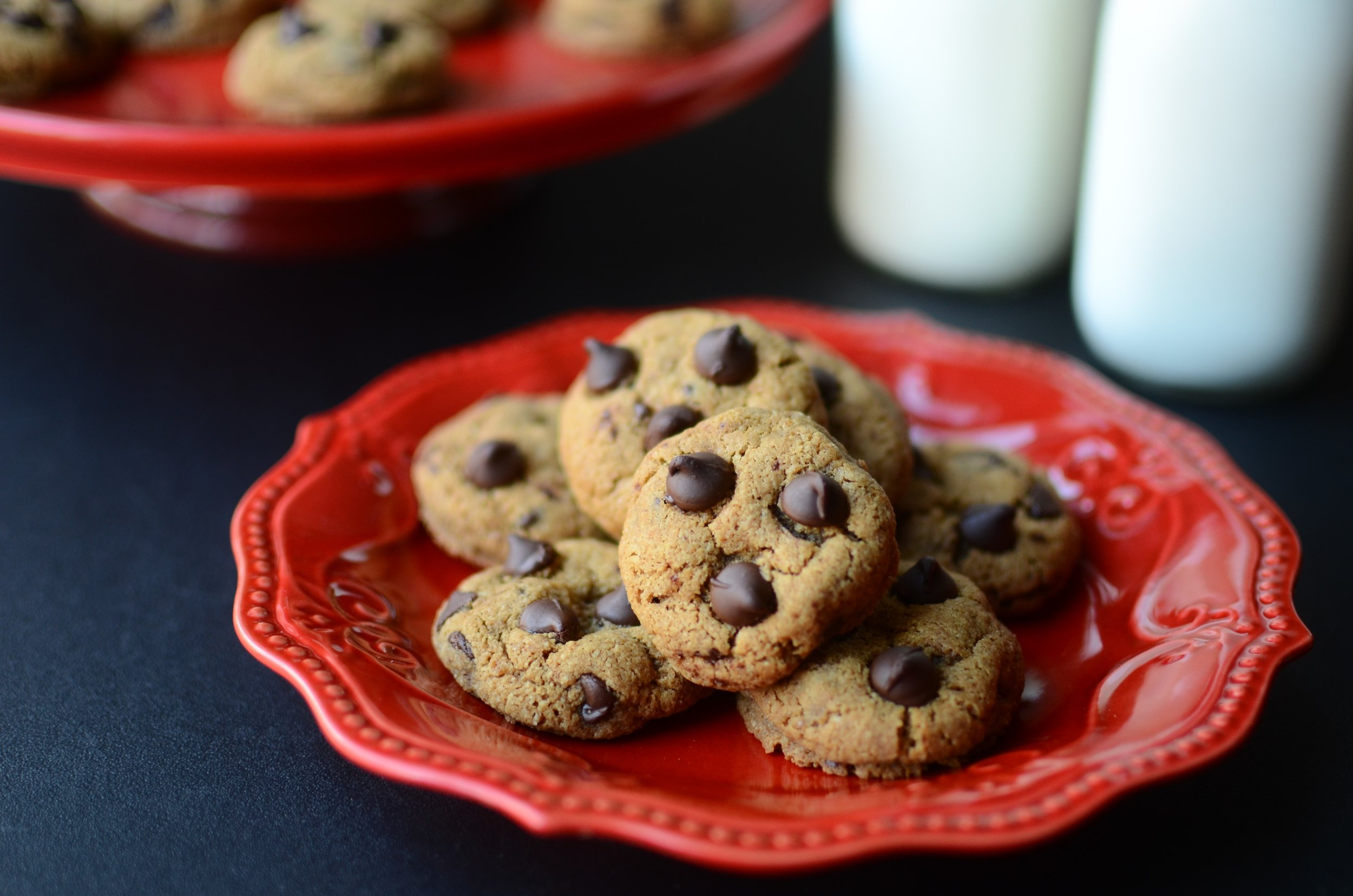 Gluten-Free Chocolate Chip Cookies - ButterYum. the best gluten free cookie recipe. gluten free chocolate chip cookie recipe. no flour chocolate chip cookie recipe. how to make chocolate chip cookies with no flour.