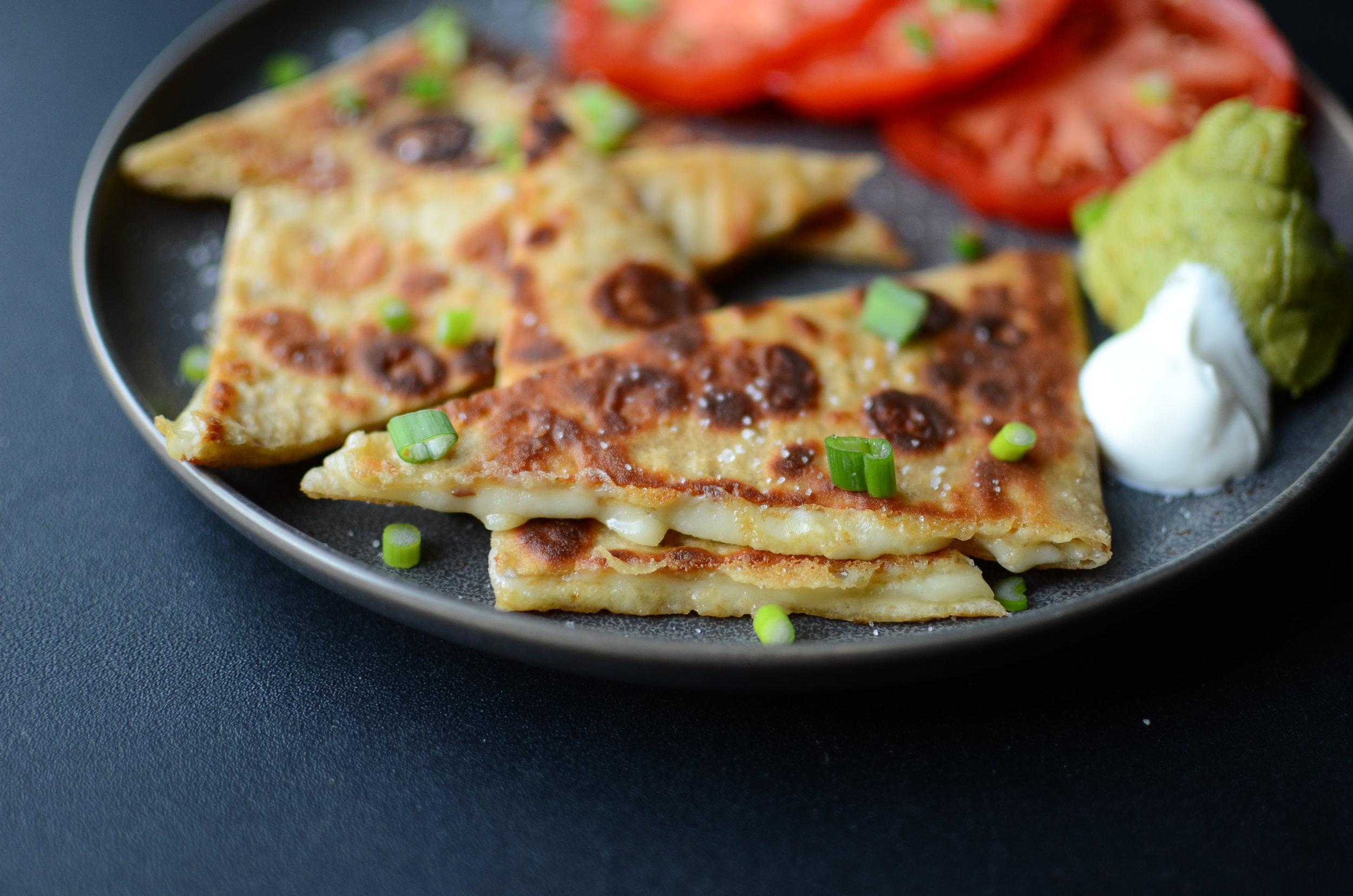 low carb quesadilla recipe. low carb quesadilla recipe. keto quesadilla recipe. keto-friendly quesadilla recipe and photos. keto snack recipe. keto finger food recipe.
