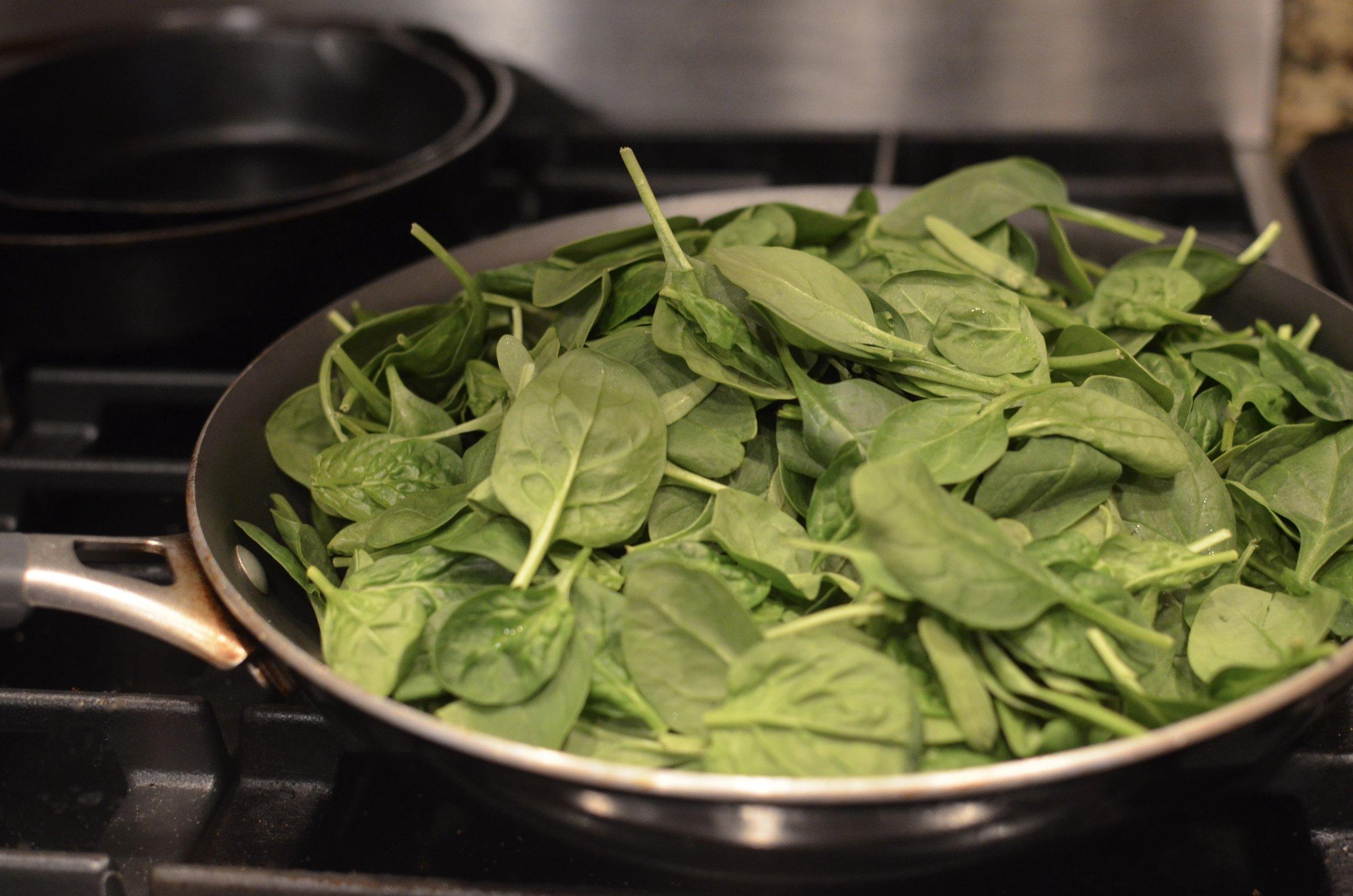 sautéing-spinach-butteryum