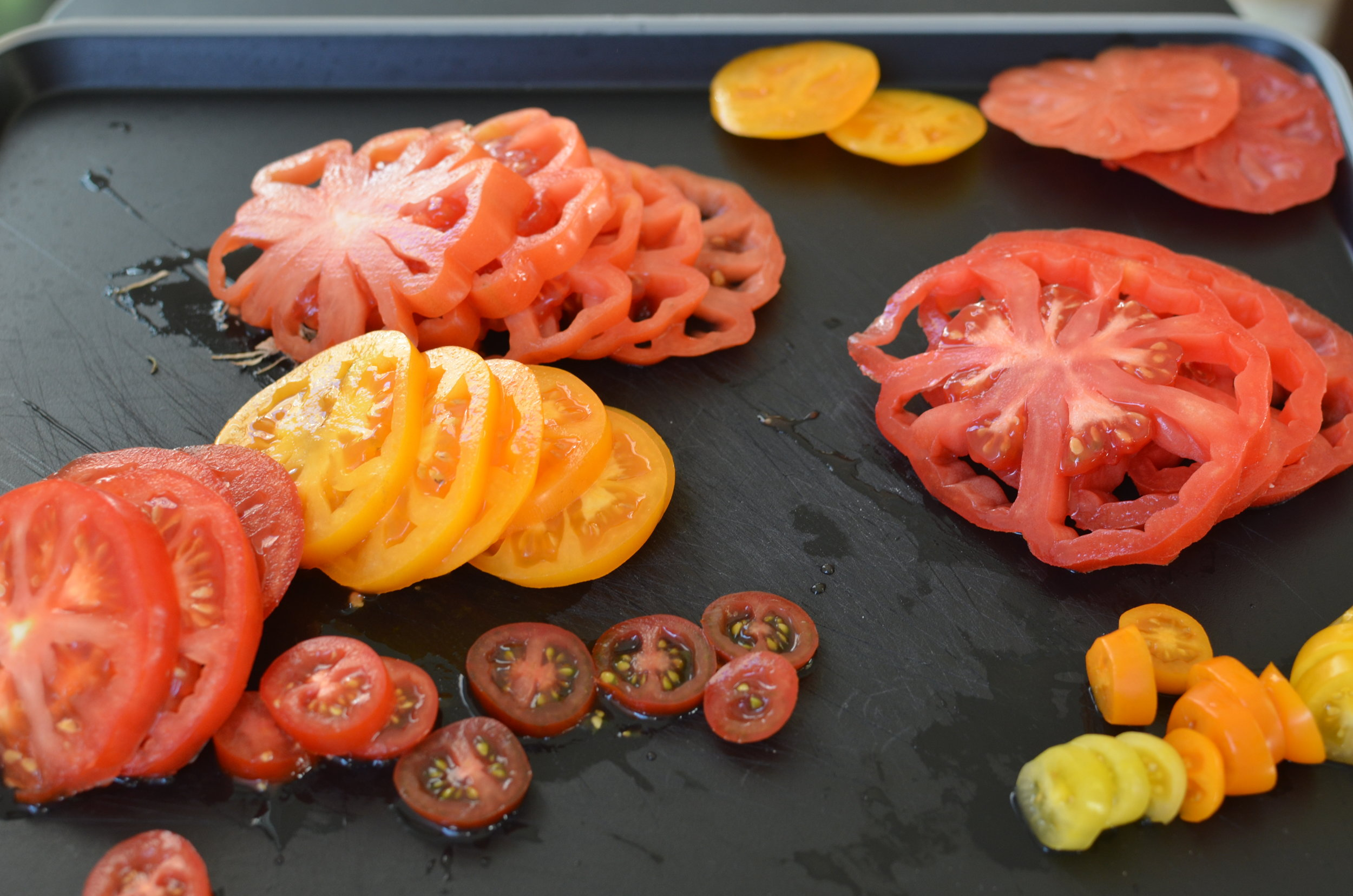 sliced-heirloom-tomatoes-butteryum