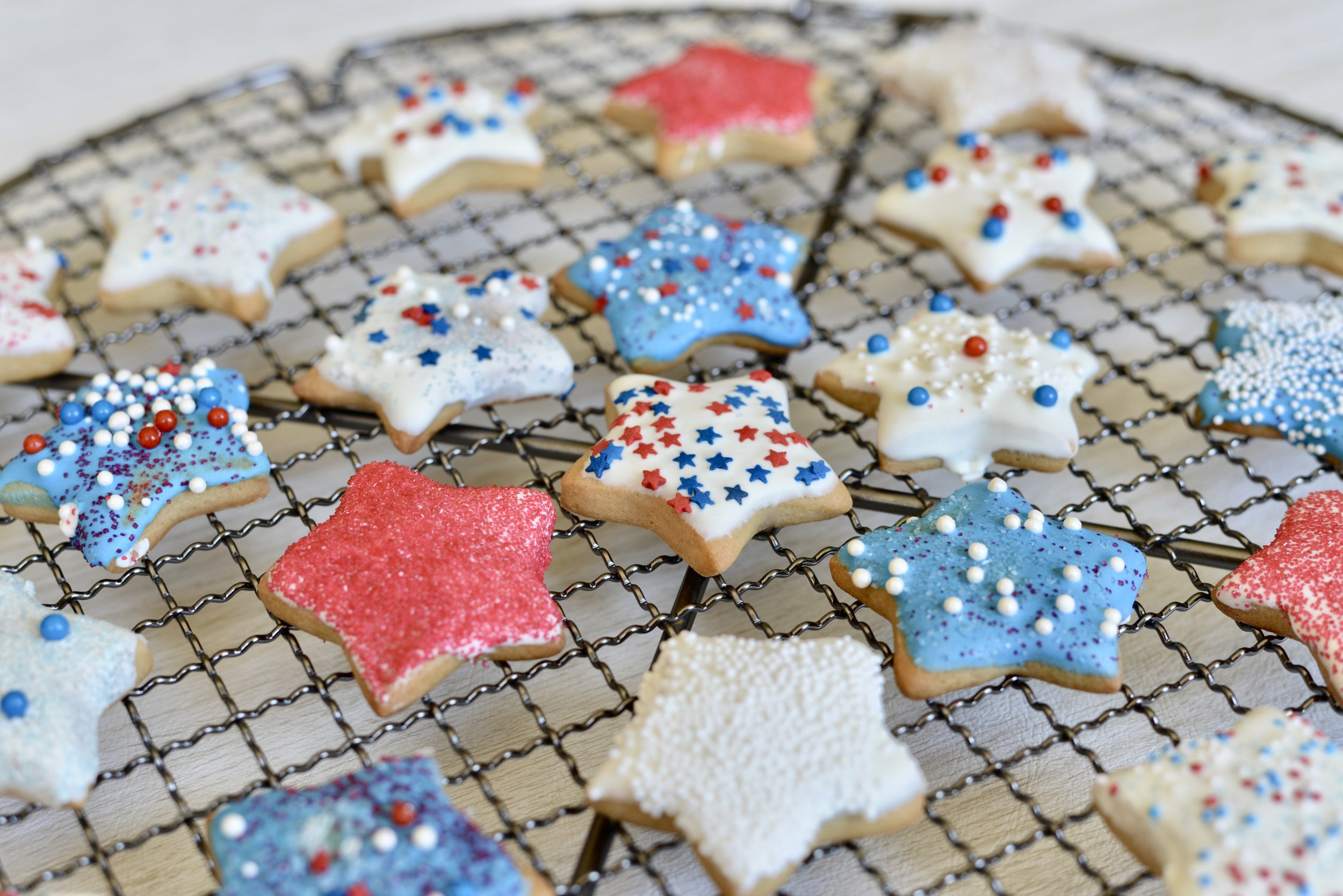 Puffy Star Cookies. recipe for patriotic cookies. how to make puffy star cookies for the 4th of July.