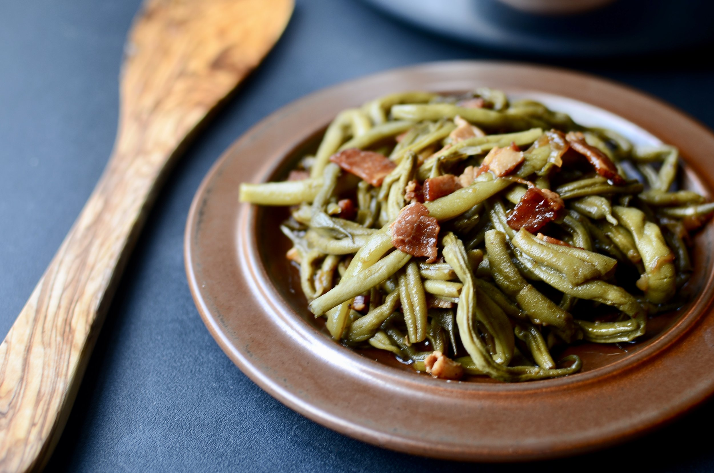 ButterYum - Southern Green Bean Recipe. How to make southern green beans with bacon and onions. low and slow green beans. southern-style green beans with bacon recipe.
