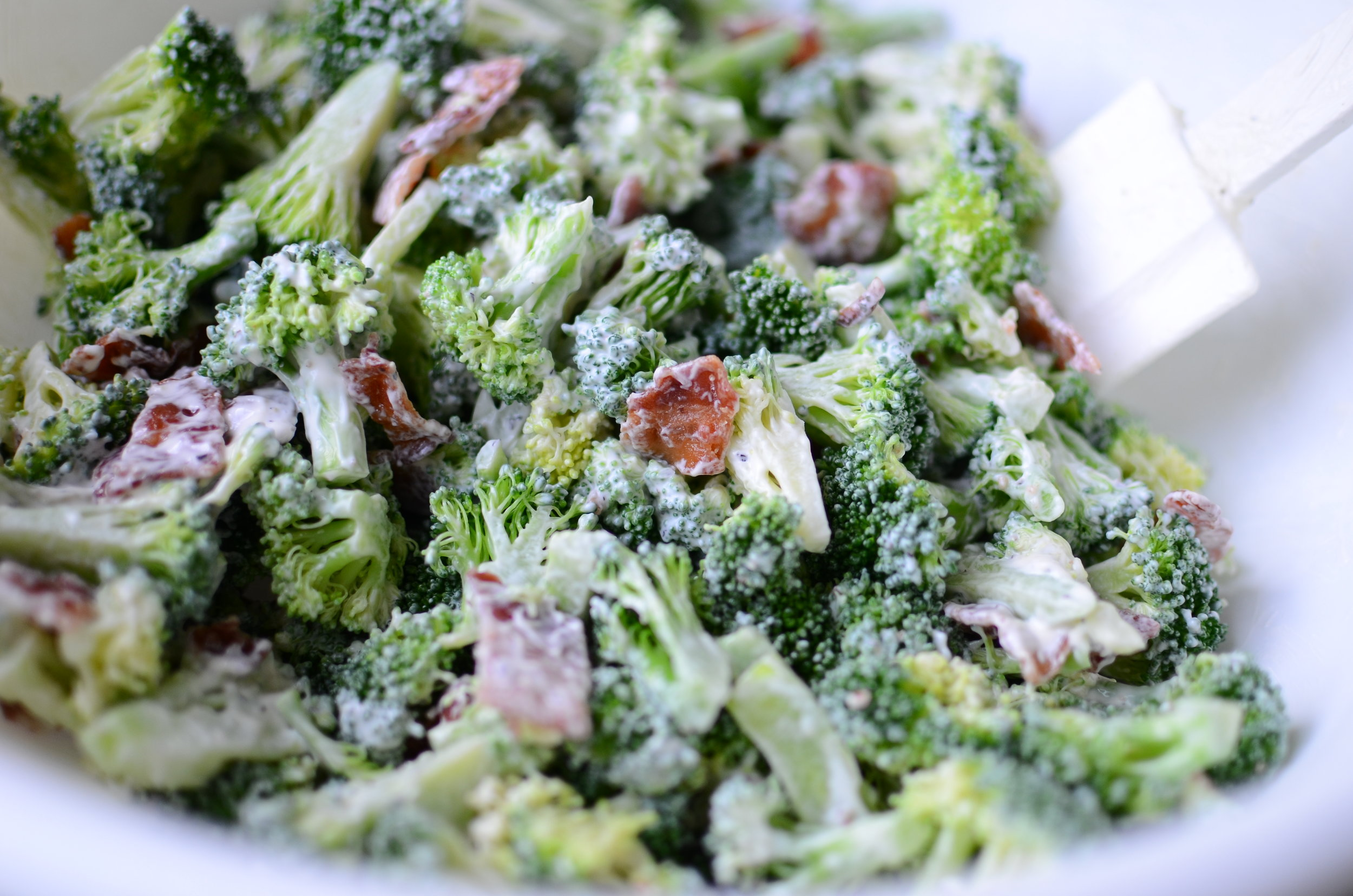 keto-cold-broccoli-salad-with-bacon-butteryum
