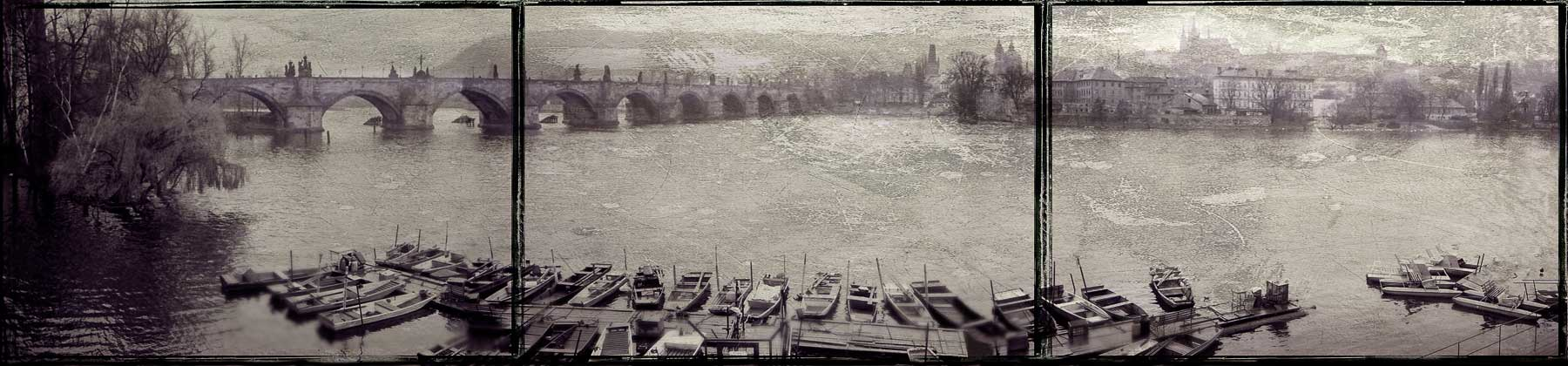 Charles_bridge_panoramic_2.jpg