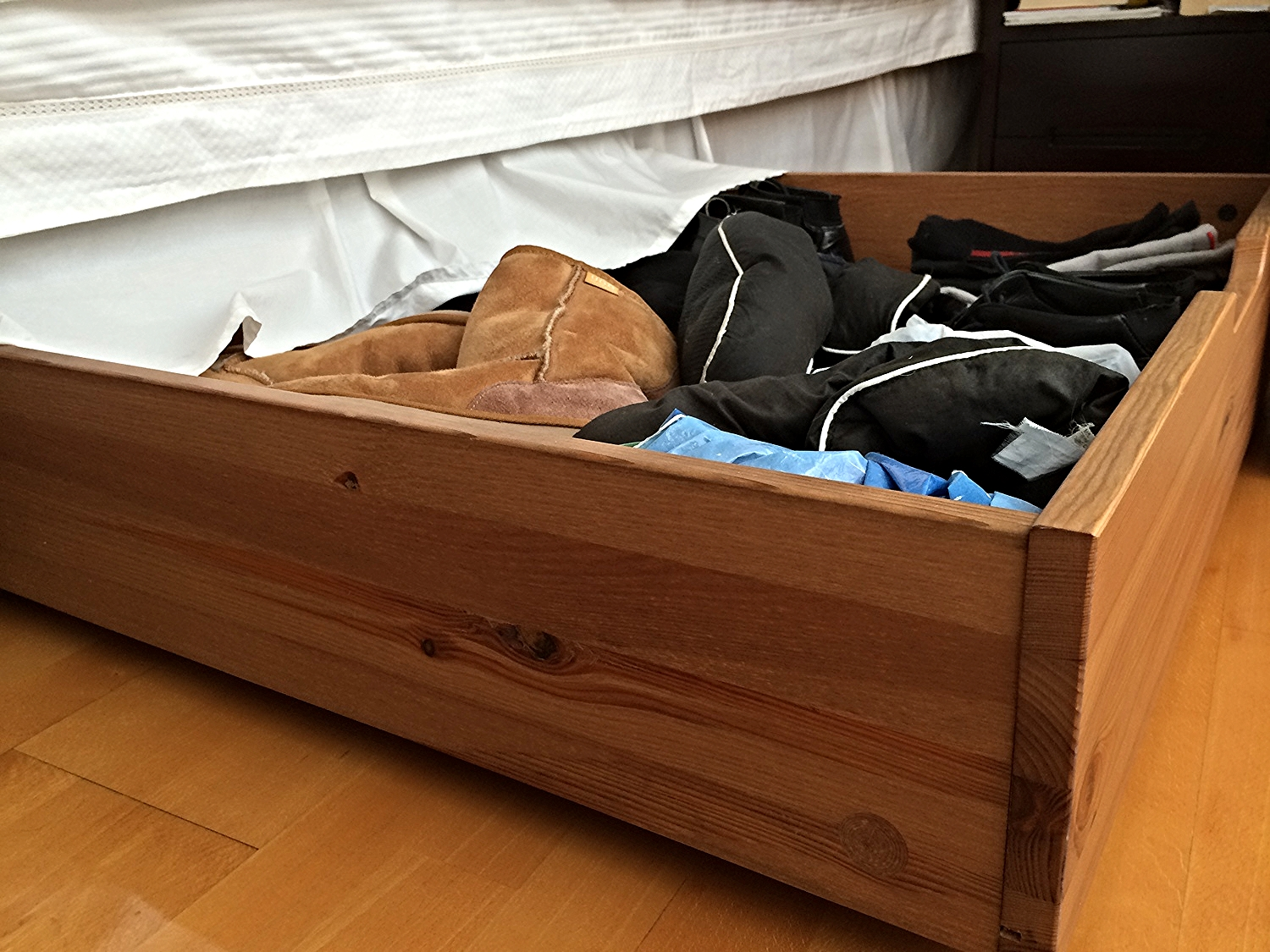 An elegant under bed storage drawer allows the discrete storage of our footwear without sacrificing accessibility.