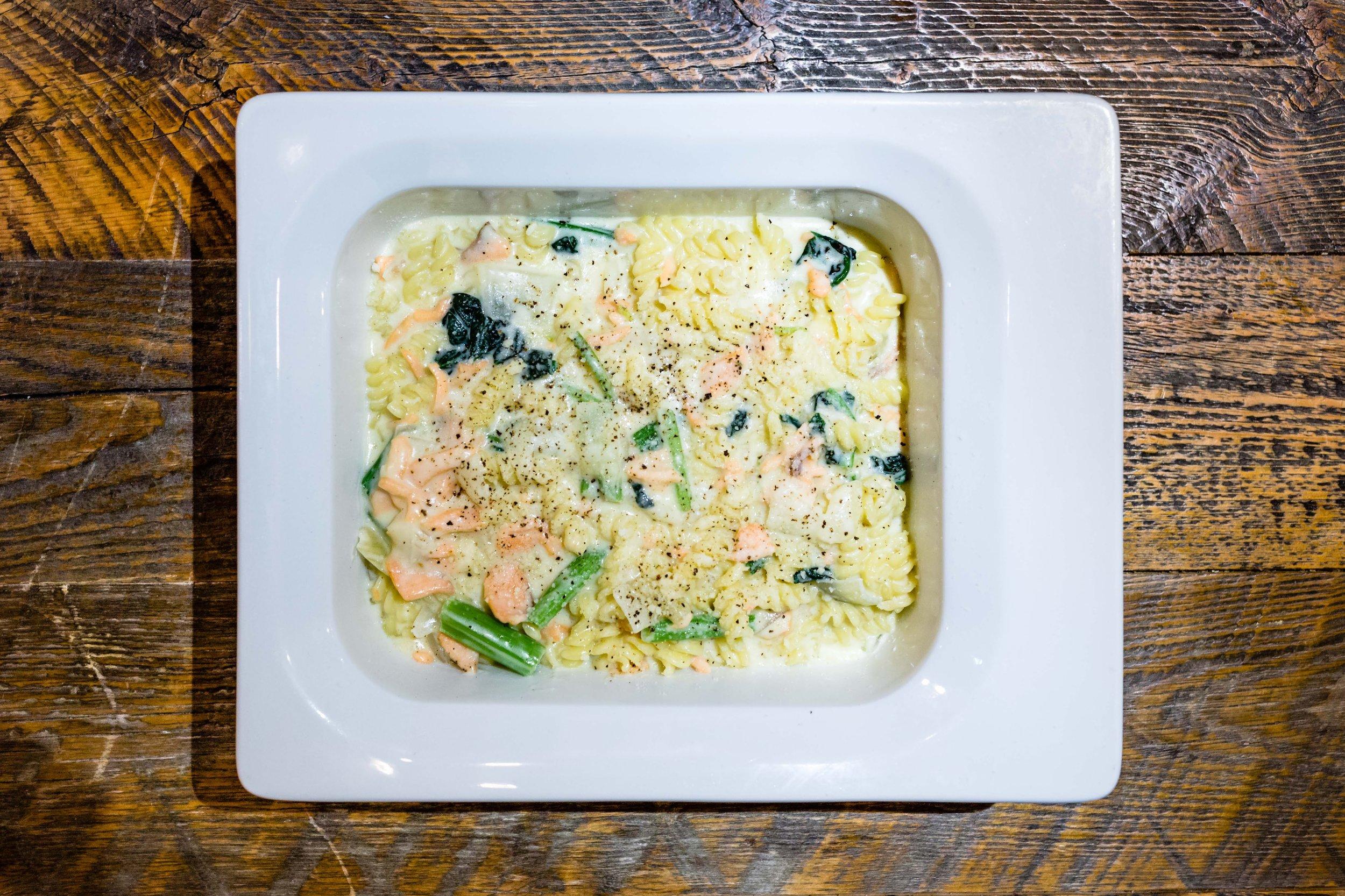 Pasta & Rice Platters - 麺の種類やソースは他のプランとの組み合わせで変えることができます。ベジタリアン、ビーガン、グルテンフリー対応可能です。シェフズパスタ 5名様分 ¥2,500円〜トマトソース5名様分 ¥2,500円〜クリームソース5名様分 ¥2,500円〜アーリオオーリオ 5名様分 ¥2,500円〜ラザニア5名様分 ¥4,000〜
