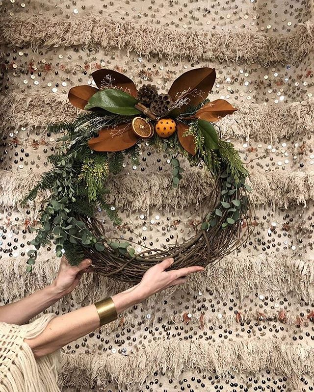 This evening was magical in every way. Thank you to the beautiful humans who gathered at Eldorado. Wreaths, wine and inspiring women - couldn't ask for a better Tuesday. 🌿💛✨ Congrats @grandifloramanor on a wonderful workshop.