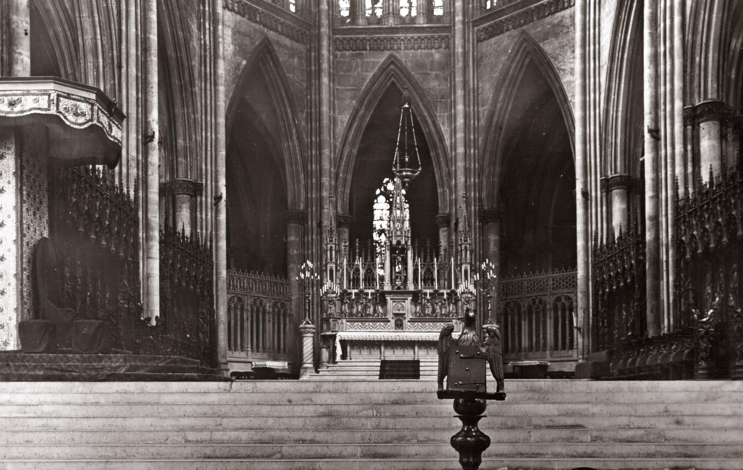Metz - Choir of Cathedral.jpg
