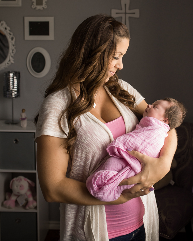 lifestyle houston photographer newborn session