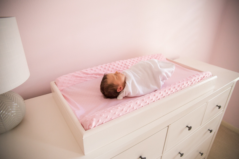 lifestyle photographer in houston texas newborn session