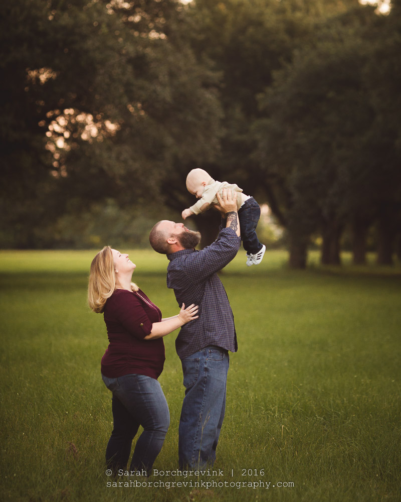 how to pose families for outdoor portraits