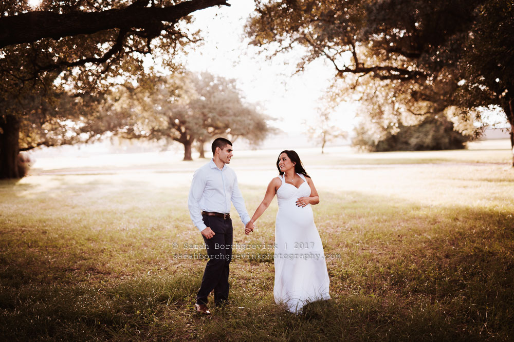 Maternity Photography Tips For Naturally Posing Expecting Couples