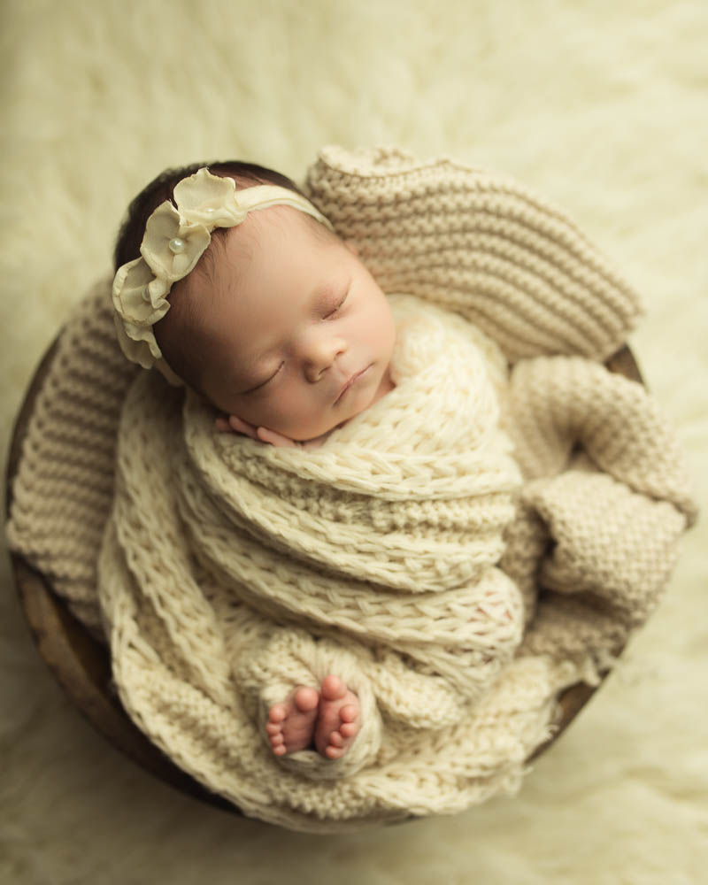 neutral newborn girl photoshoot and headband