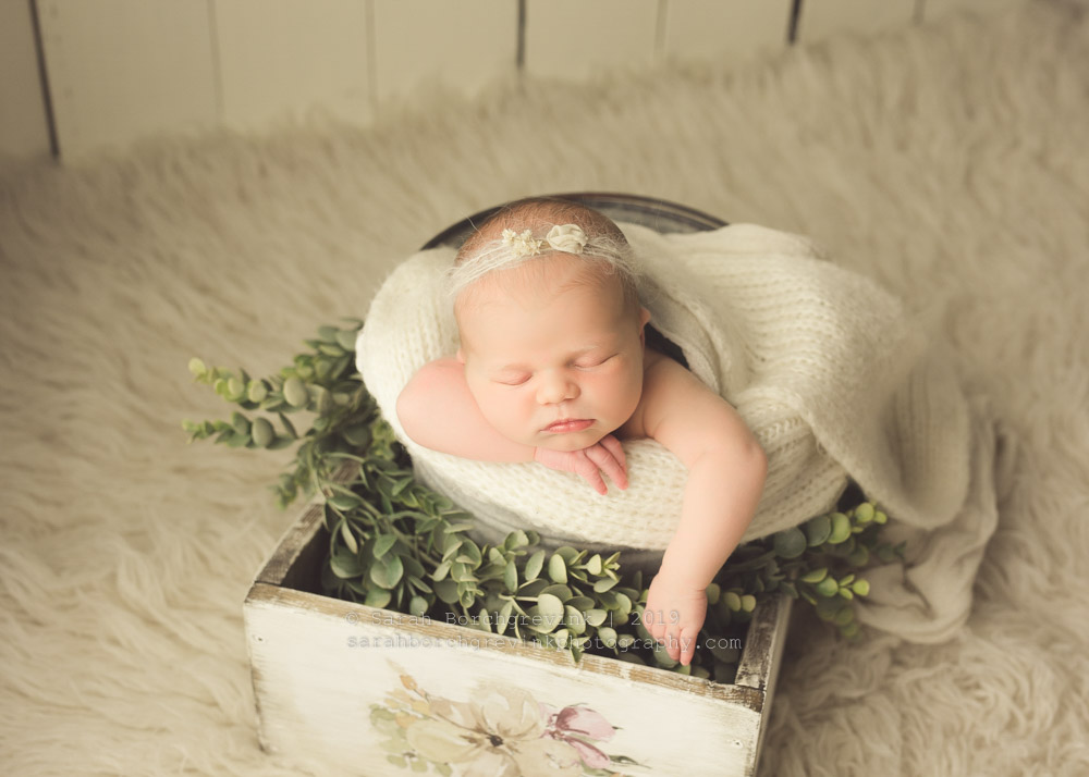 newborn girl pictures with pretty flowers and garland