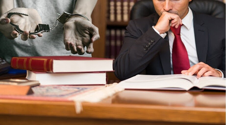 When to Hire a Criminal Defense Lawyer — MCL