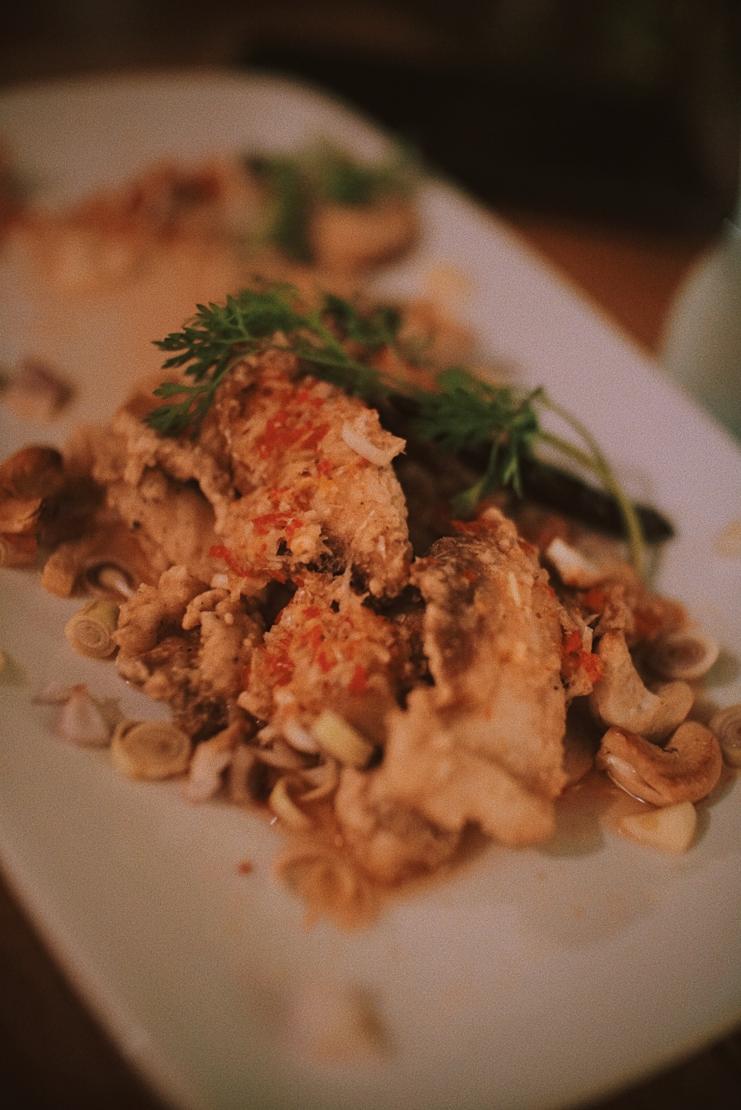 Ini juga menu dinner yang enak, ikan goreng tepung dengan bumbu pedas.