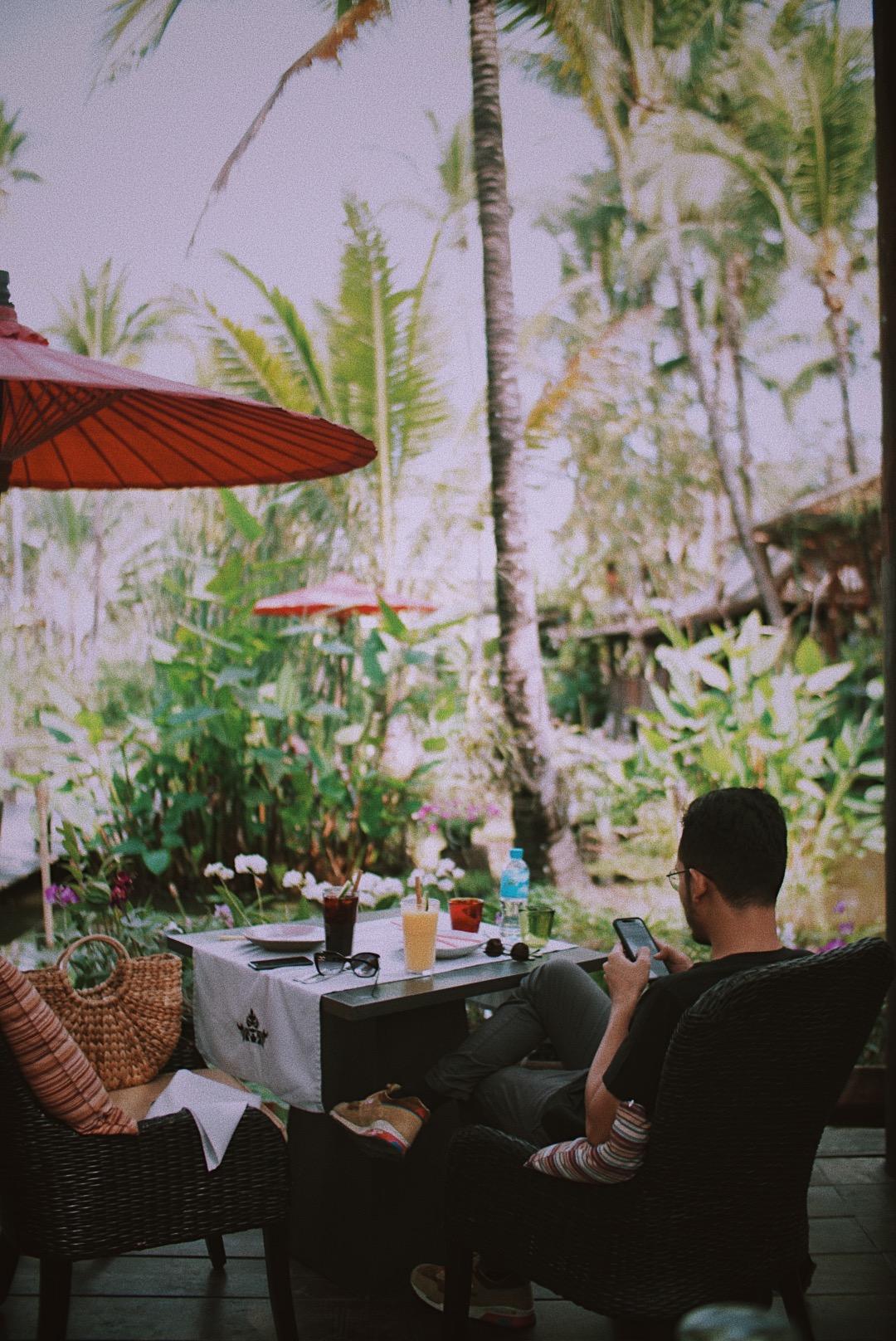 Suasana makan siang di Manda de Laos.