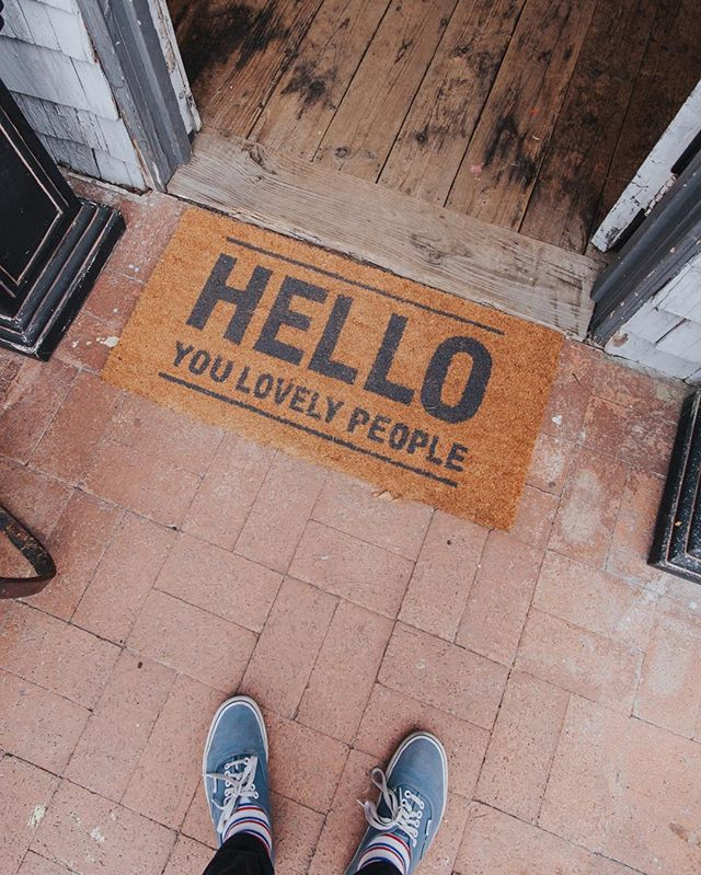 HELLO 👋🏻 and good morning, you lovely people YOU! . . . Mat from @nickeldesigns 📸@eddierios #untoldvisuals #oneofthebunch #peoplescreatives #postitfortheaesthetic #artforyoureveryday #seekthesimplicity #chasinglight #calledtobecreative #theeverydayproject #allthingslagunabeach #lagunabeacsecrets #lagunabeachcommunity #visitlagunabeach #visitcalifornia #lagunabeach