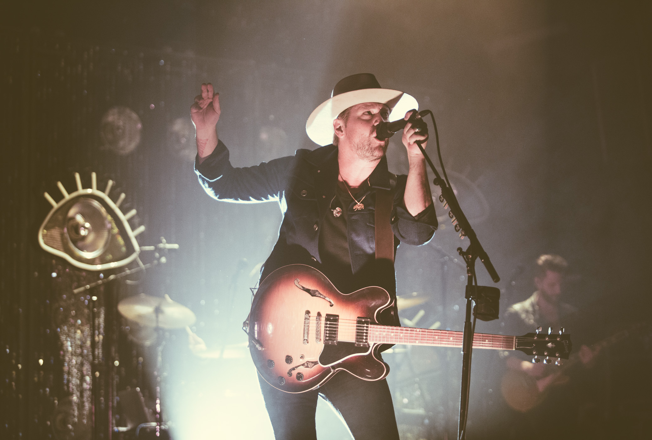 Bear Reinhart of NEEDTOBREATHE performs at The Alabama Theatre in Birmingham, Alabama on October 10th, 2017. (Photo by David A. Smith/DSmithScenes)