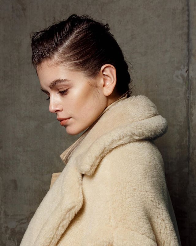 📸 @kaiagerber captured #backstage @maxmara. This image took  60 seconds to capture. Plus shooting three full Woman's fall/Summer Sseason back to back backstage. @soon.cold 🤙🏽