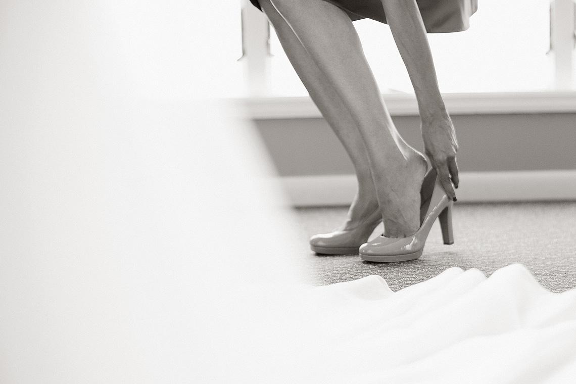 6-Wedding-Photography-York-PA-Ken-Bruggeman-Photography-Matron-Honor-High-Heel.jpg