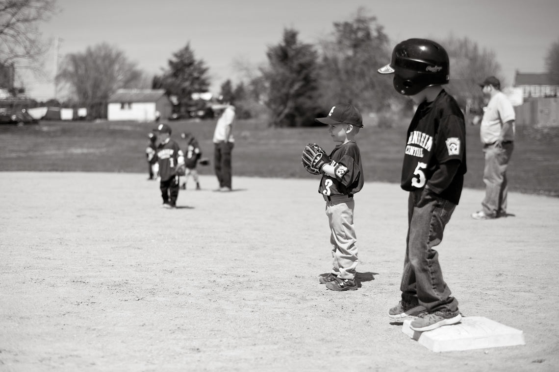 Ken-Bruggeman-Photography-York-PA-Young-Boy-Playing-First-Base