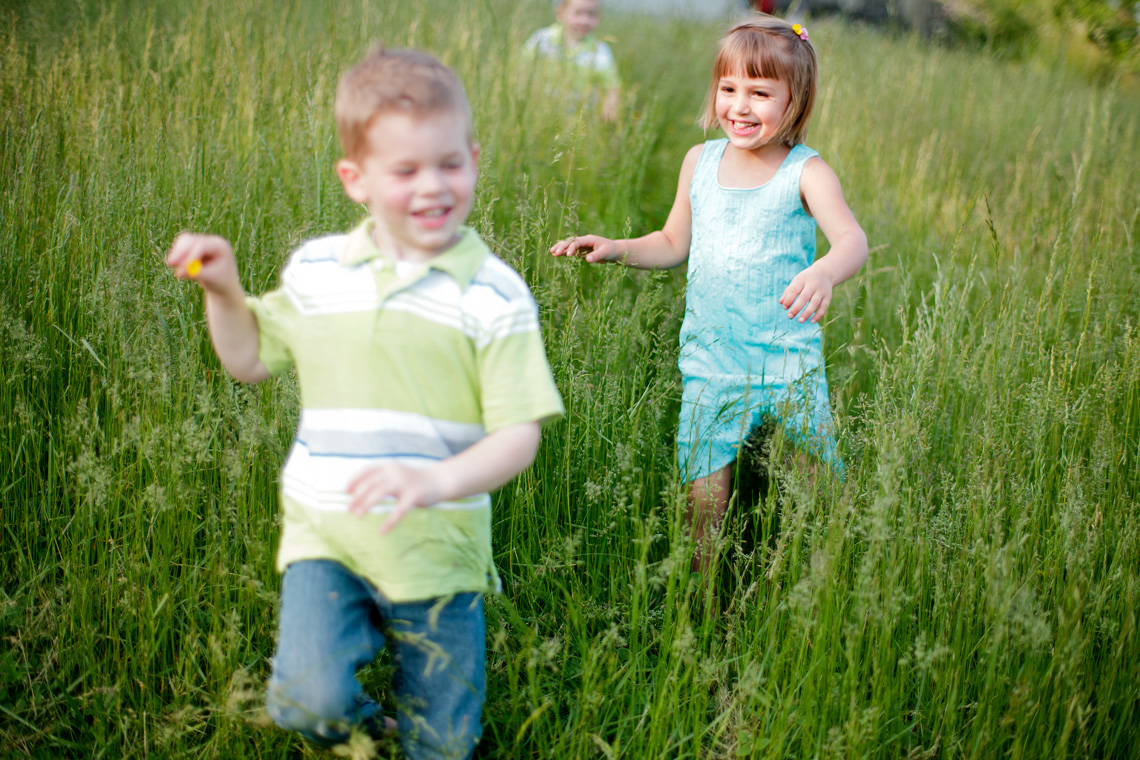 12-Children-Running-Playing-Field-Ken-Bruggeman-Photography-Family-Portraits-York-PA.jpg