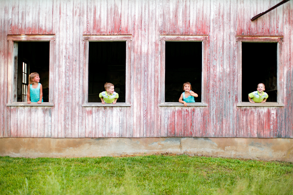 26-Fun-Portrait-Children-Barn-Windows-Ken-Bruggeman-Photography-Family-Portraits-York-PA.jpg