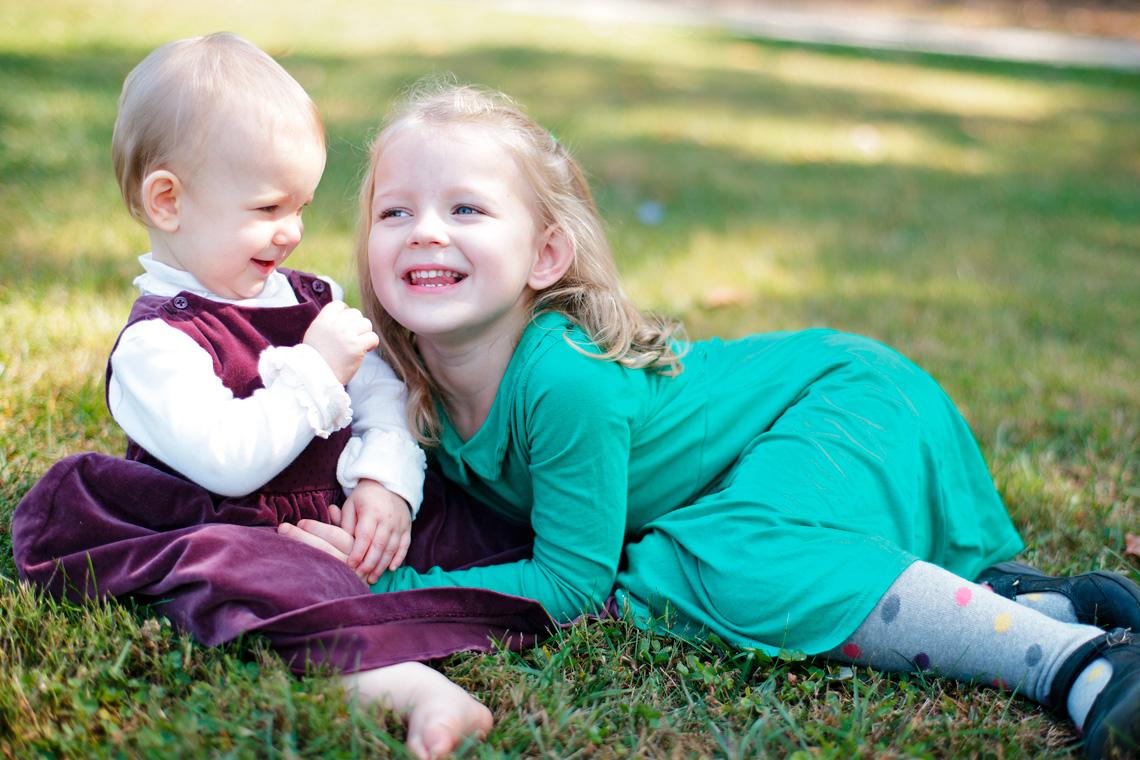 6-Little-Girls-Sisters-Smiling-Grass-Ken-Bruggeman-Photography-Family-Portraits-York-PA.jpg