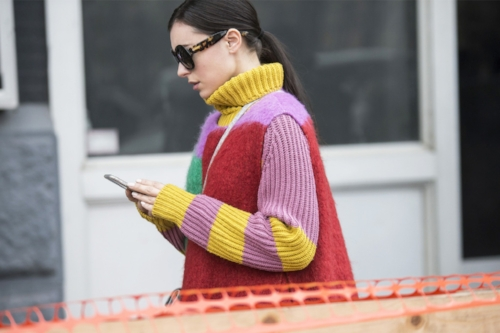 fashion-week-street-style-phone.jpg