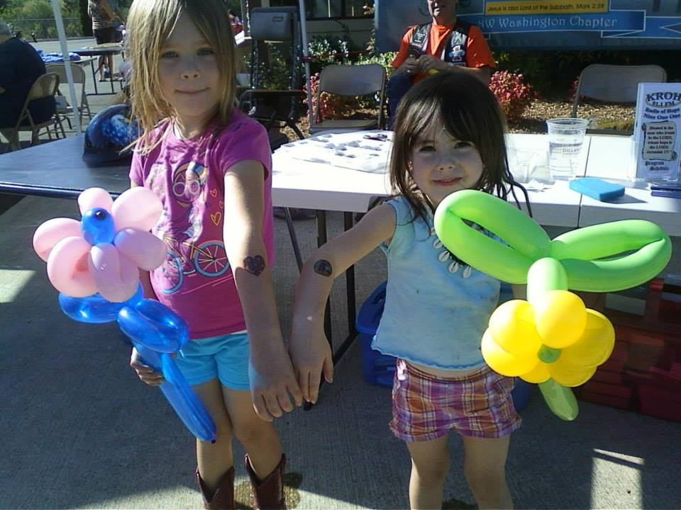 This group liked balloon flowers over balloon motorcycles. We aims to please!