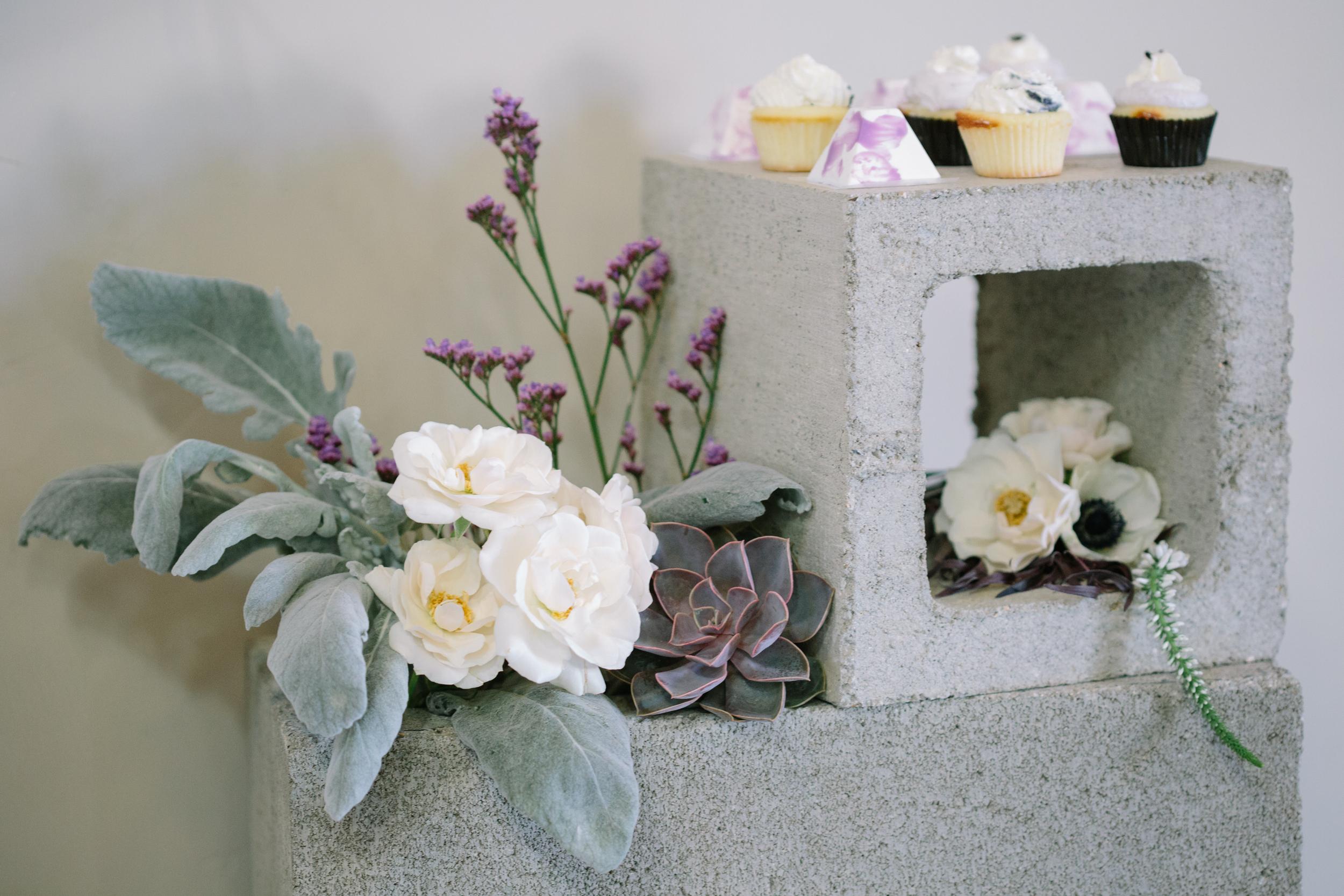 modernweddingflowers.jpg