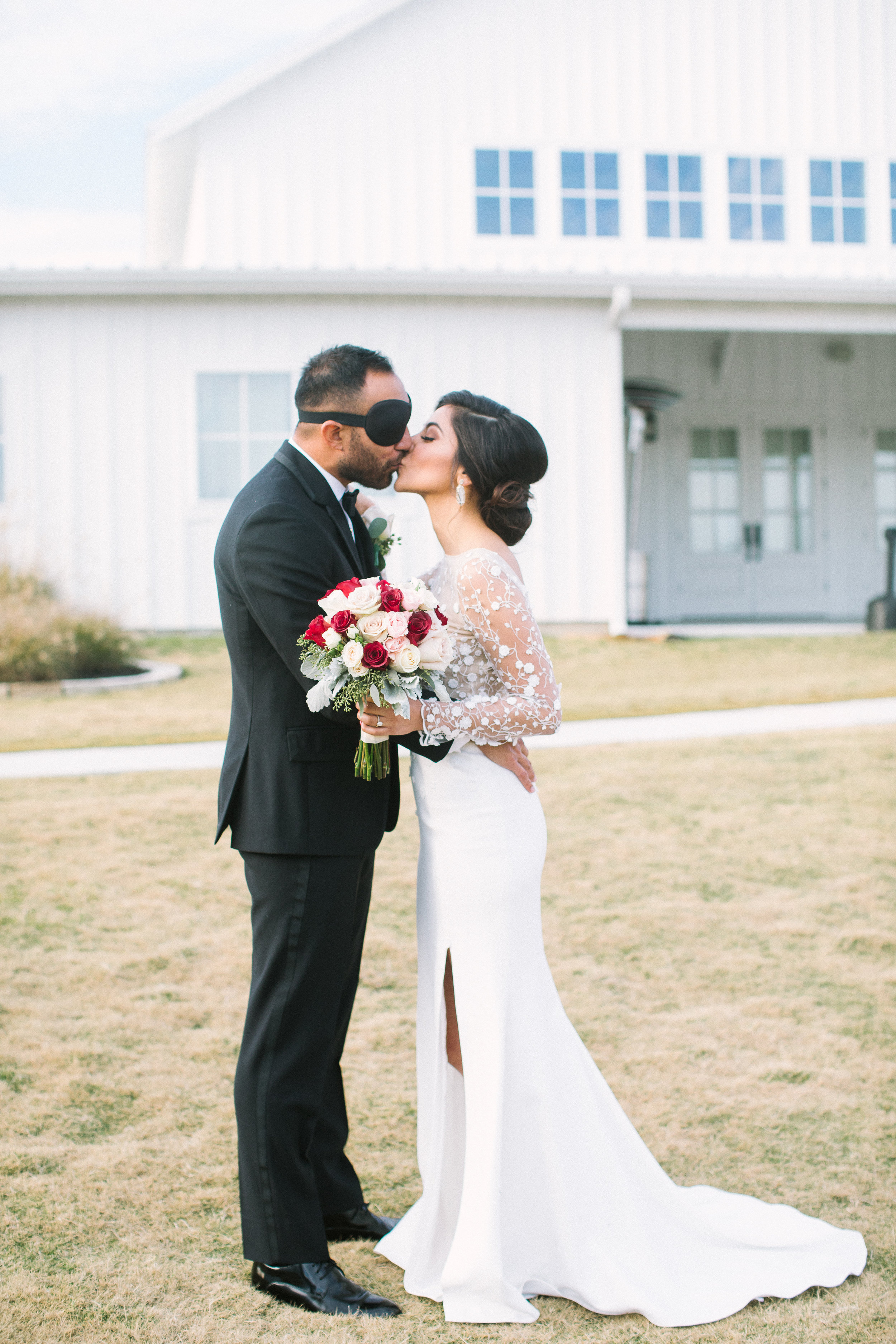 Ellen-Ashton-Photography-Dallas-Wedding-Photographers-Wed-and-Prosper-weddings-and-Events-The-Farmhouse-Events-Montgomery-Texas-Arturo-Alvarez-Houston-Dynamo-Style-Me-Pretty-Brides-of-North-Texas-Brides-of-Houston-White-Sparrow-Barn-Weddings-The-Nest-at-Ruths-Farms-Weddings