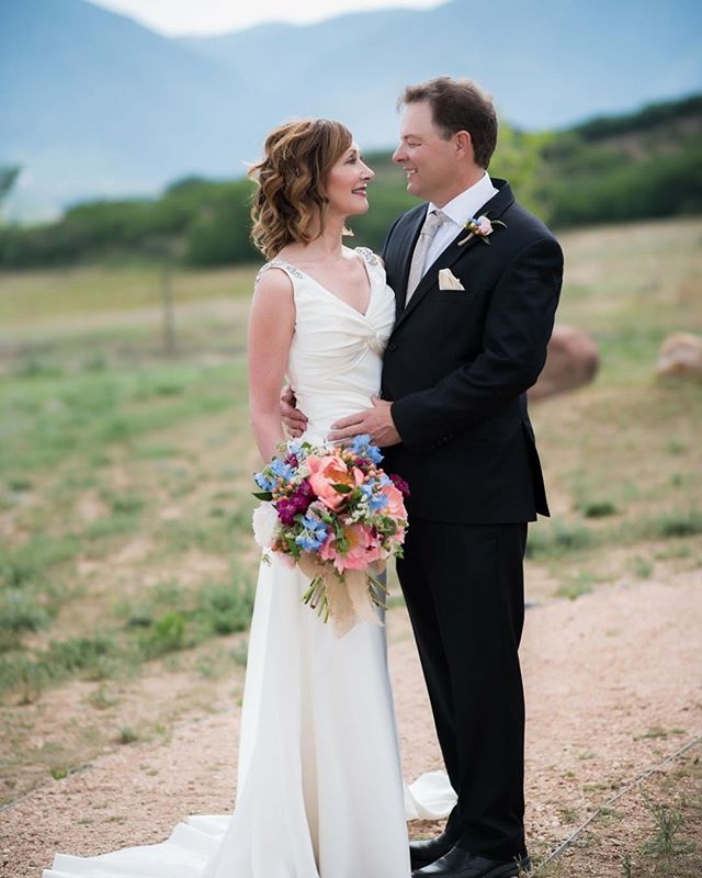 New photos up on the website! Link in profile. Missing summer and lush peonies as I look at these gorgeous pics from @spikaphotography #summerwedding #coloradowedding